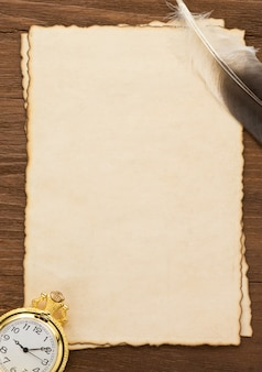 잉크 펜 및 양피지 질감에 시계