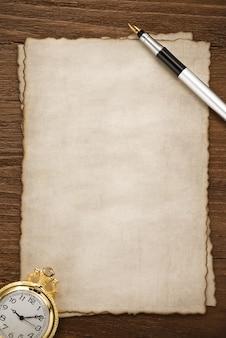 양피지 텍스처에 잉크 펜
