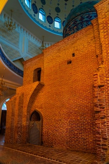 Внутренний зал мавзолея имамзаде