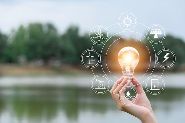 손의 혁신과 에너지 개념 잡고 전구