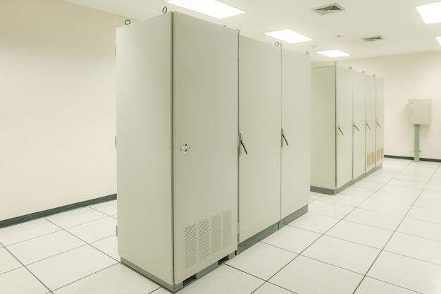 Комната ввода-вывода распределенной системы управления автоматизированным управлением и эксплуатацией промышленного предприятия
