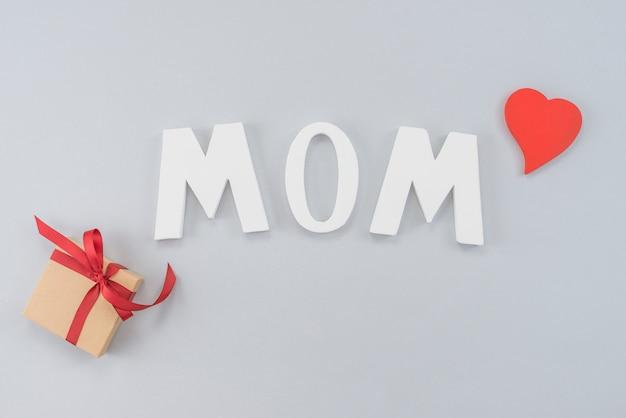 プレゼントボックスと心の碑文ママ