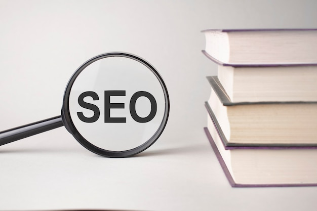 The inscription seo is written and the books