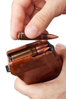 Вставка боеприпасов в патрон
