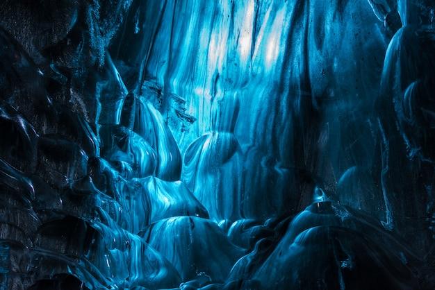 アイスランドの内部と氷の洞窟