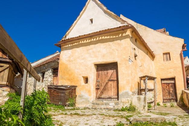 Внутренний двор и старые дома расновской цитадели