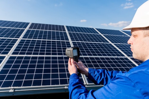 Inspector examination of photovoltaic modules using a thermal imaging camera