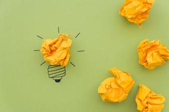 Концепция вдохновения с мятой бумагой
