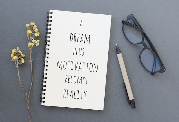 Вдохновенная мотивационная цитата на ноутбуке