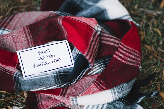 Scrittura ispiratrice sulla sciarpa