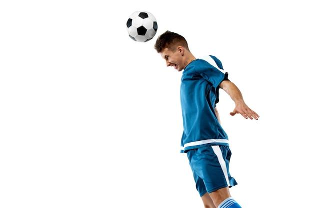 영감을 얻었습니다. 흰색 스튜디오 배경에 고립 된 프로 축구 선수의 재미있는 감정. 게임, 인간의 감정, 표정 및 스포츠 컨셉에 대한 열정에 대한 흥분.