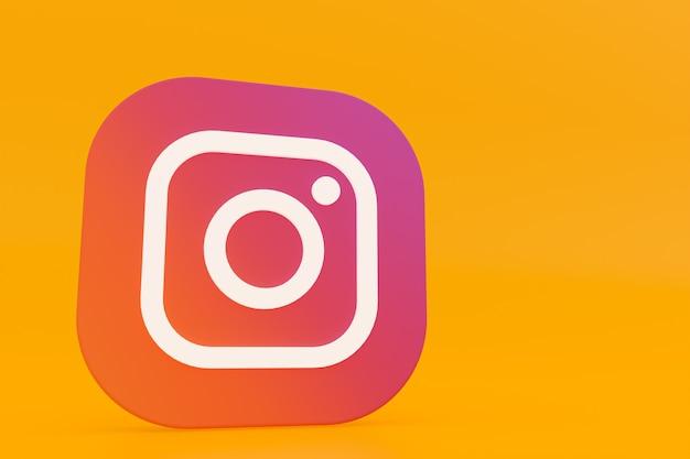 3d-рендеринг логотипа приложения instagram на желтом фоне