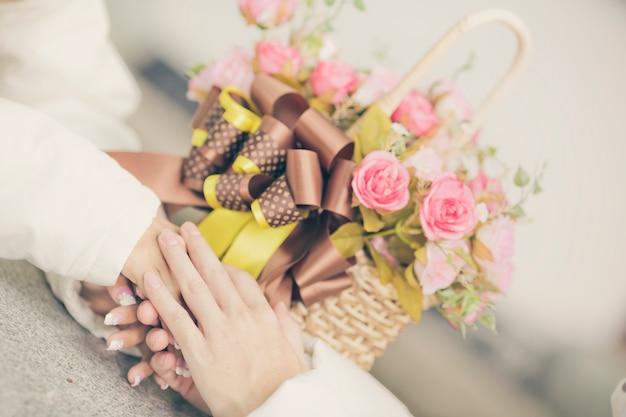 Предпосылка белых роз, малая глубина поля. ретро винтаж фильтр instagram