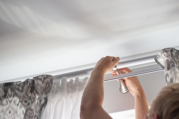 Установка карниза со шторами над окном навесить шторы ремонт дома и