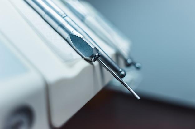 Установка стоматологических приборов в шкафу