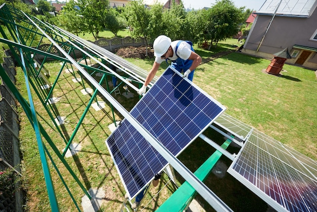 Установка автономной системы солнечных фотоэлектрических панелей