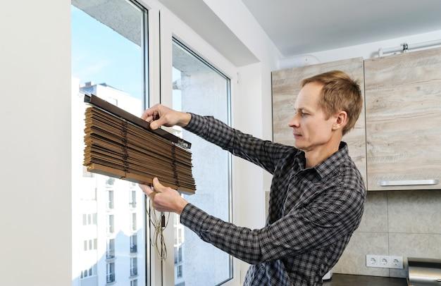Установка деревянных жалюзи