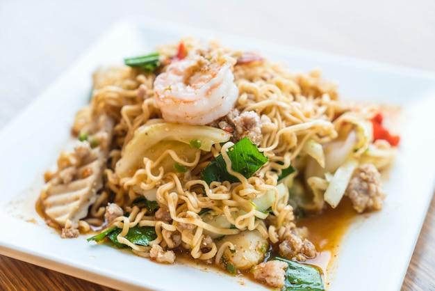 Instant noodle spicy salad