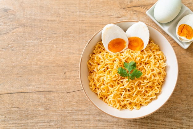 삶은 계란라면 그릇