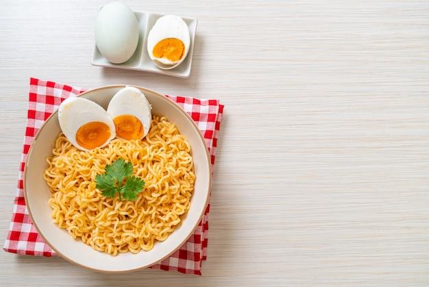 Миска для лапши быстрого приготовления с соленым яйцом