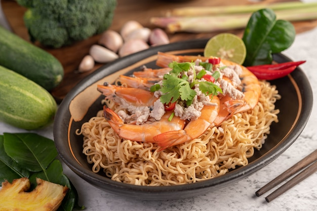 Instant noodles stir-fried with shrimp and pork.