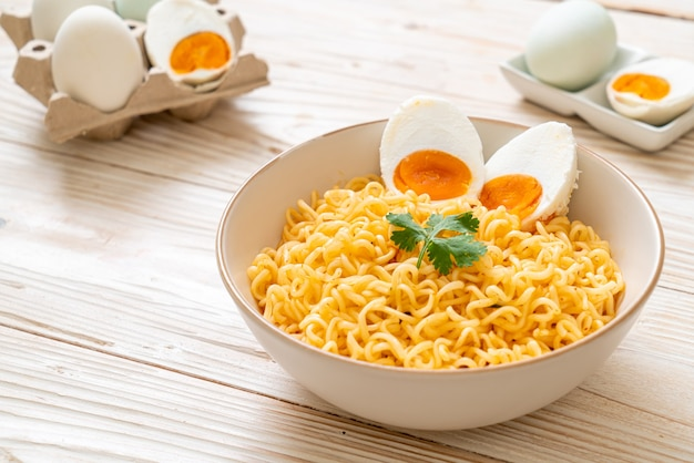 Instant noodles with boiled eggs