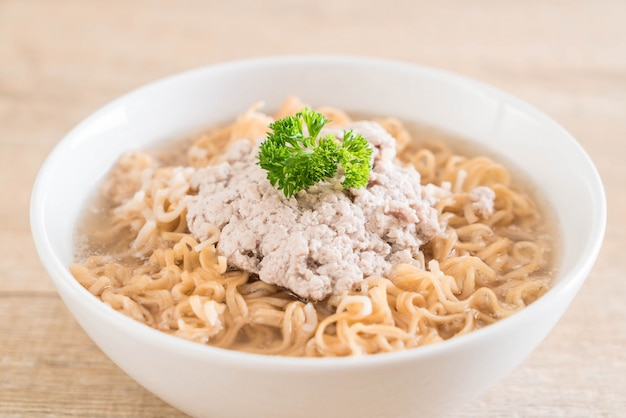 Instant noodles with mince pork