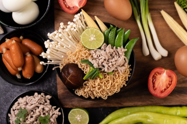 Instant noodles with minced pork, lime, onion, green peas, golden needle mushroom, and baby corn