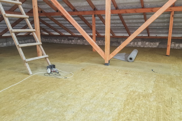 建設現場の床断熱