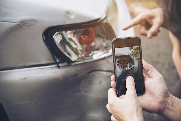 Страховой агент, работающий в процессе рассмотрения претензий в случае дтп, страхования людей и автомобилей