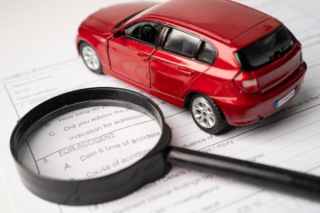 보험 청구 사고 자동차 양식, 자동차 대출, 보험 및 임대 시간 개념.