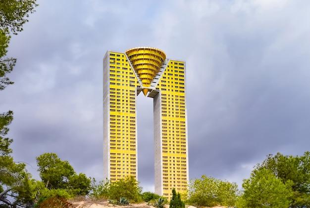 Intempo edificio - одно из самых высоких зданий в бенидорме, коста бланка.