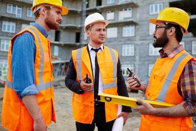 Interaction of contractors