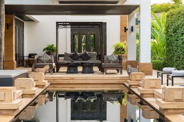 豪華なプールヴィラ、家、住宅のインテリアとエクステリアデザインスイミングプール
