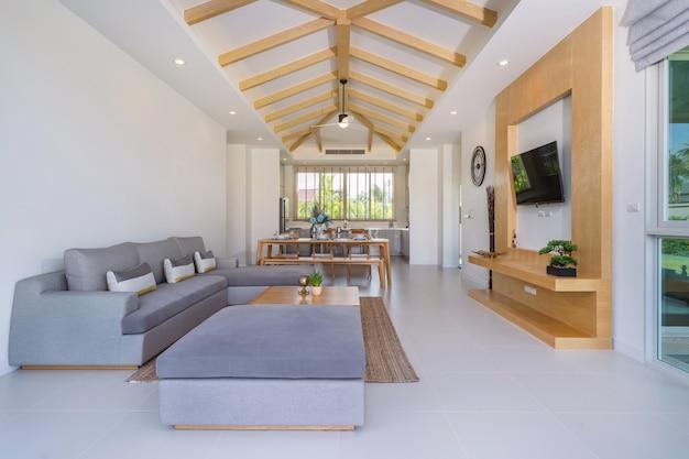 열린 공간 거실과 식사 공간의 내부 및 외부 디자인