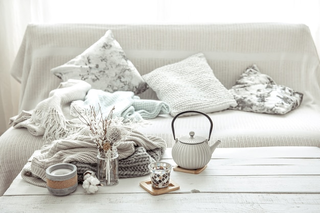 スカンジナビアスタイルのインテリアディテール。家の快適さとモダンなスタイルのコンセプト。