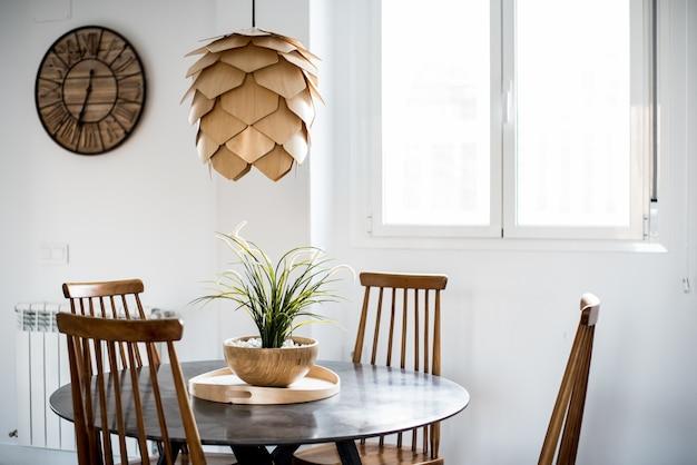 인테리어 디자인 하우스와 현대 나무 테이블과 의자