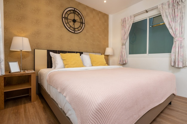 Дизайн интерьера в спальне дома