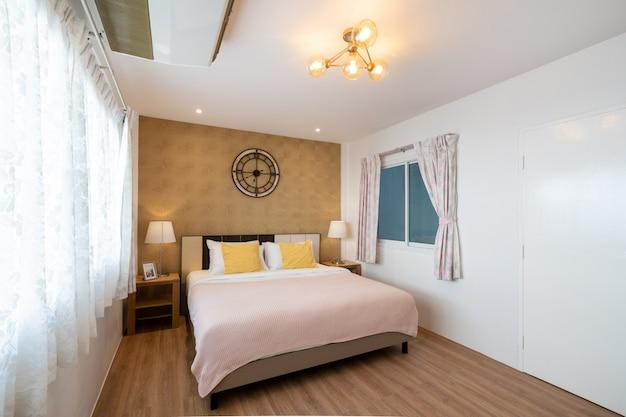 Дизайн интерьера в спальне дома Premium Фотографии