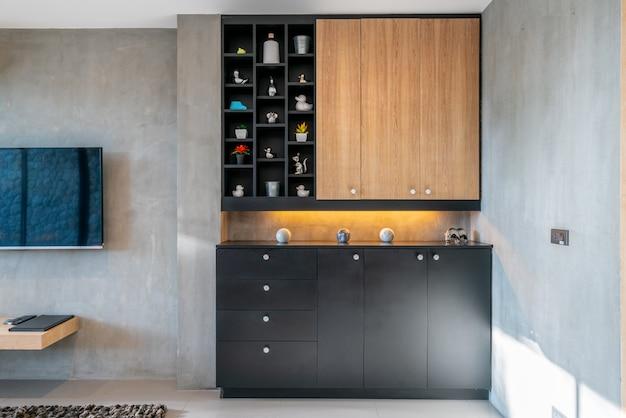캐비닛과 장식이있는 거실의 인테리어 디자인