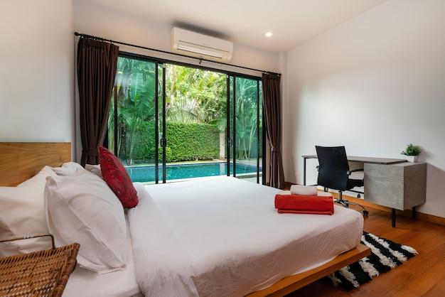 家、家、別荘、アパートのインテリアデザインは寝具を備えています