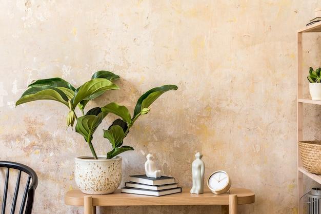 나무 콘솔, 선반, 책, 식물, 검은 색 의자, 장식 및 wabi sabi 가정 장식의 우아한 개인 액세서리가있는 거실의 인테리어 디자인.