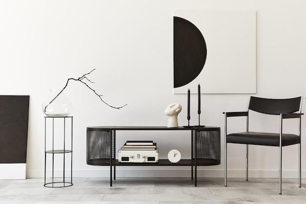 黒のスタイリッシュなcommode、椅子、モックアップアート絵画、ランプ、本、燭台、装飾、家の装飾のエレガントなアクセサリーを備えたモダンなリビングルームのインテリアデザイン。レンプレート。