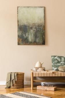 Дизайн интерьера гостиной в восточном стиле с современным шезлонгом, подушкой, корзиной из ротанга, книгами, чайником, подносом и элегантными личными аксессуарами. макетируйте картины на бежевой стене. шаблон
