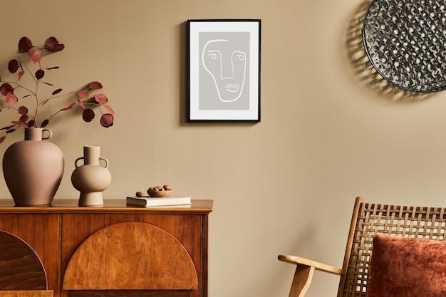 Дизайн интерьера уникальной гостиной со стильным комодом, креслом, цветами в вазе, плакатом на стене, украшениями и личными аксессуарами в современном домашнем декоре.