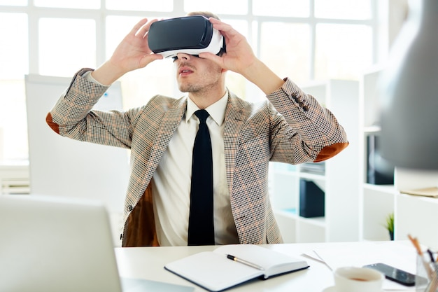Interior designer using vr headset