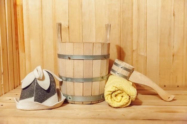 Детали интерьера финская сауна парная с традиционными сауными аксессуарами. баня спа