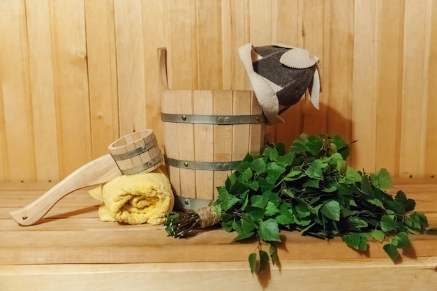 내부 세부 사항 전통적인 사우나 액세서리가있는 핀란드 식 사우나 한증 실