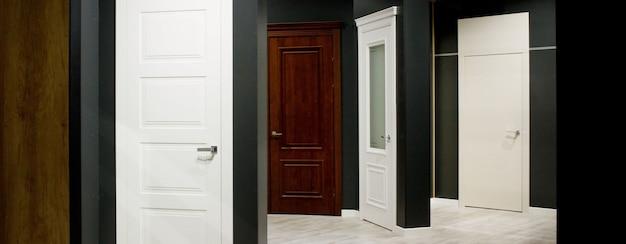 専門店で販売されている室内ドア。