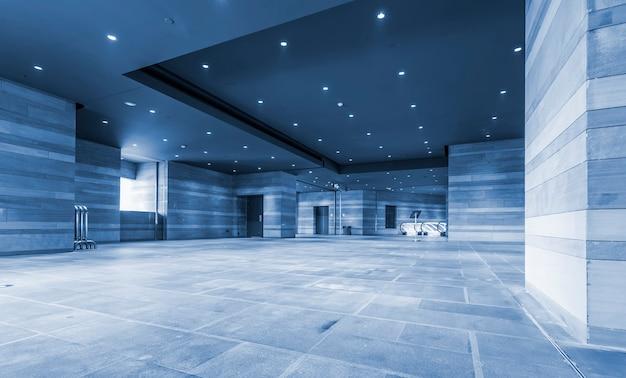 현대 오피스 빌딩 내부 홀